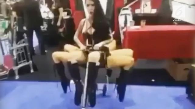 VIDEO: Geger Wanita Seksi 'Berkaki Delapan