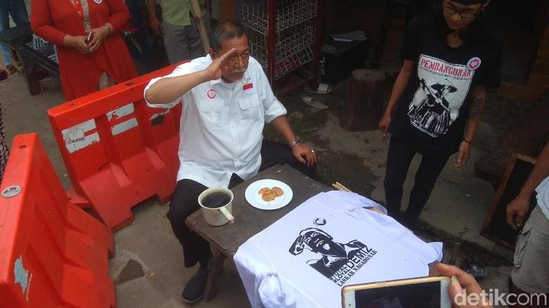 Laskar Naga Bonar Kerahkan Relawan Bikin Kaos Kampanye