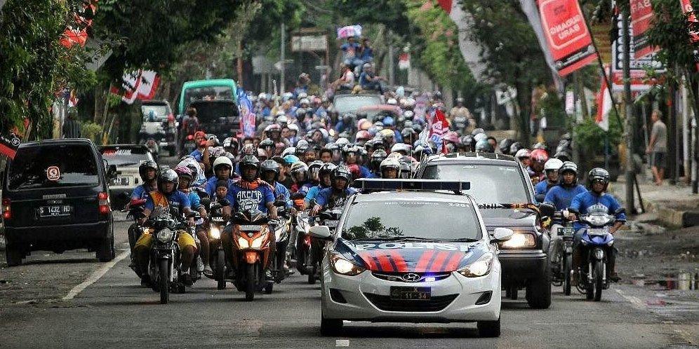 Gesekan Suporter Pecah di Madura, Dua Aremania Terluka