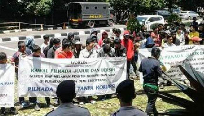 KPK D Demo : Minta Usut Korupsi Libatkan Calon di Pilkada!