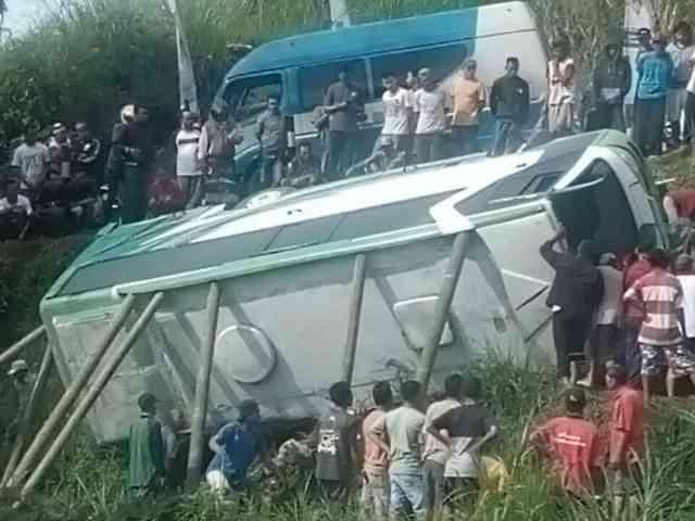 Ibu dan Balitanya Korban Tewas Bus di Ngawi Dikubur Dalam Satu Lubang