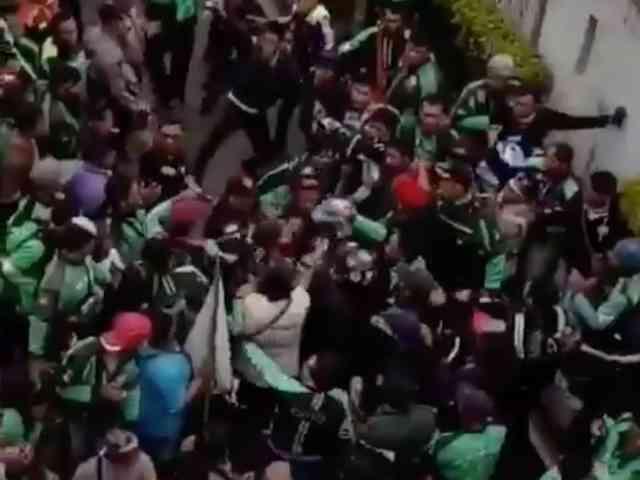Video Sopir Ojek Online Nyaris Diamuk Massa saat Aksi Demo Ojol di DPR