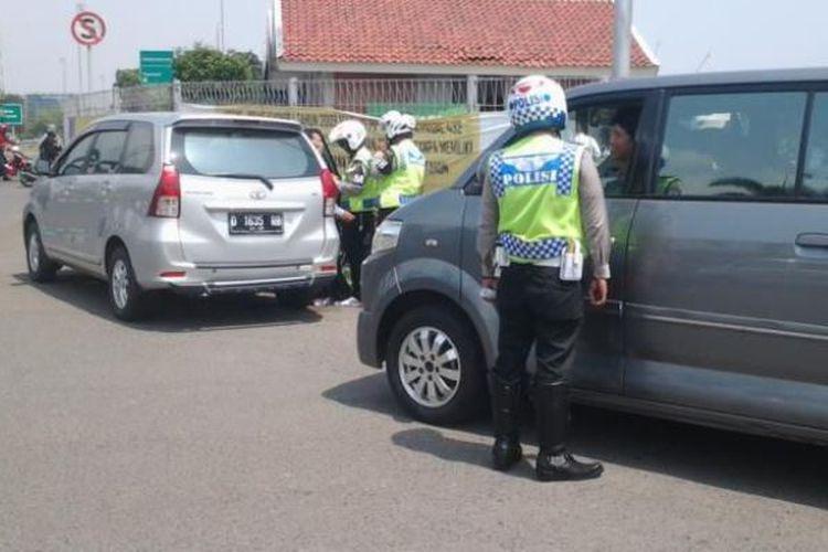 Nekat Ludahi Hingga Lindas Kaki Polisi, Inilah Akhir Kisah Watoni Si Pengemudi Taksi Online