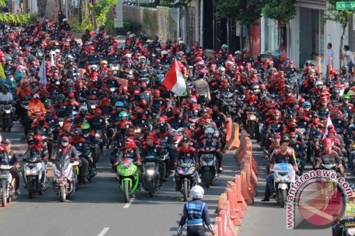 Aksi Mulia di Tengah Demonstrasi Hari Buruh 2018