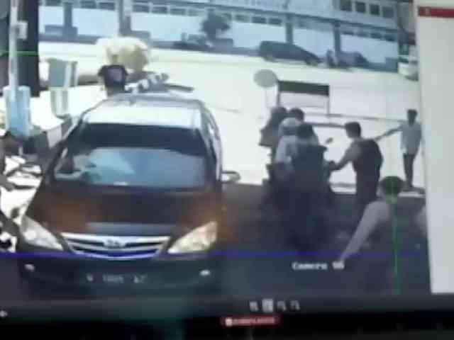 Video Detik-detik Serangan Bom di Polrestabes Surabaya