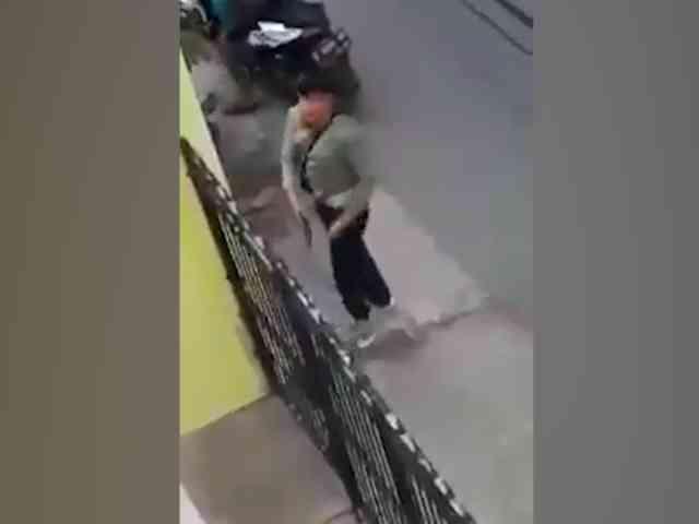 Video Aksi Maling Todongkan Pistol saat Ketahuan Penghuni di Karawang