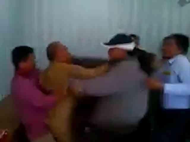 Video Hitler Nababan Dikeroyok Karena Hina Habib Rizieq dan Amien Rais