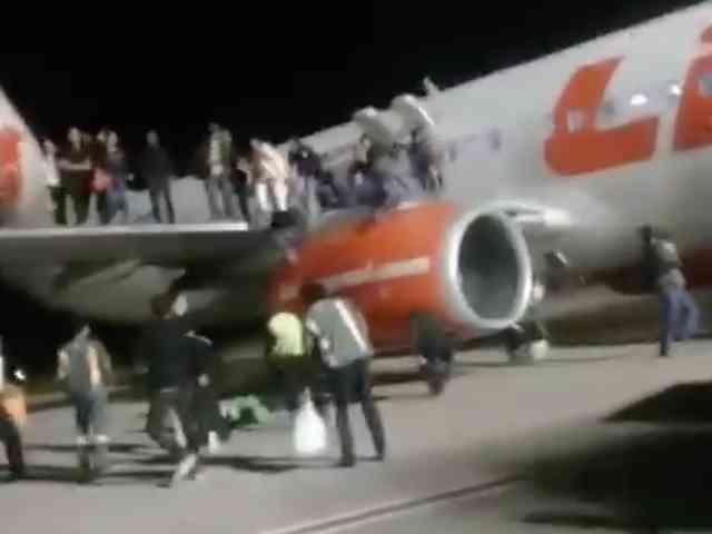 Video Penumpang Lion Air Panik Keluar Pesawat Akibat Teriakan Ada Bom
