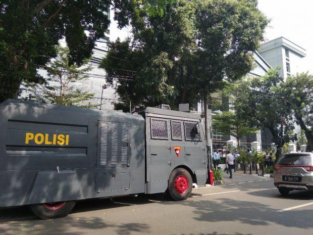 Begini Cara Polisi Kawal Sidang Vonis Alfian Tanjung