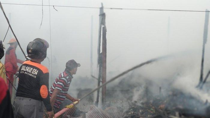 """Video Aksi """"Acil Banjar"""" Tolak Api Kebakaran Pakai Cermin di Pasar THR Banjarmasin"""