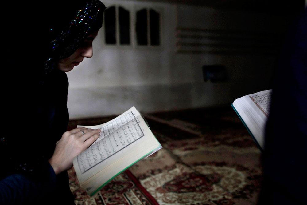 Tafsir Al-Qur'an Surat Ali Imran Ayat 118: Jangan Mudah Percaya Dengan Orang Kafir