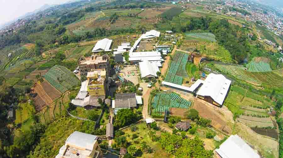 "Mengunjungi ""Bhineka Tunggal Ika"" Ke Sekolah Unik SMA Selamat Pagi Indonesia Batu"