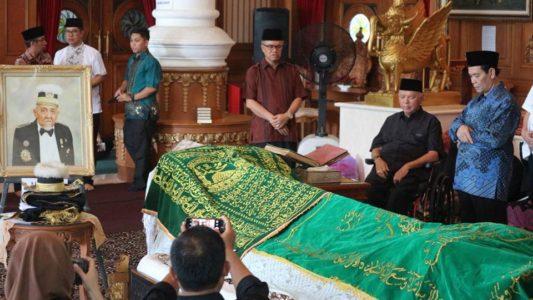 Jaang Bersama Awang Farouk Takziah Ke Rumah Sultan  Kutai Kartanegara Ing Martadipura