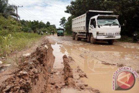 Wahai Tuan Penguasa, Tolong Dong Perbaiki Jalan Trans-Kalimantan Penajam