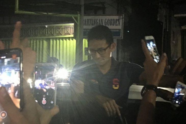 Cawapres Sandiaga Uno Makan Nasi Kuning di Warung Haji Ijay Lambung Mangkurat