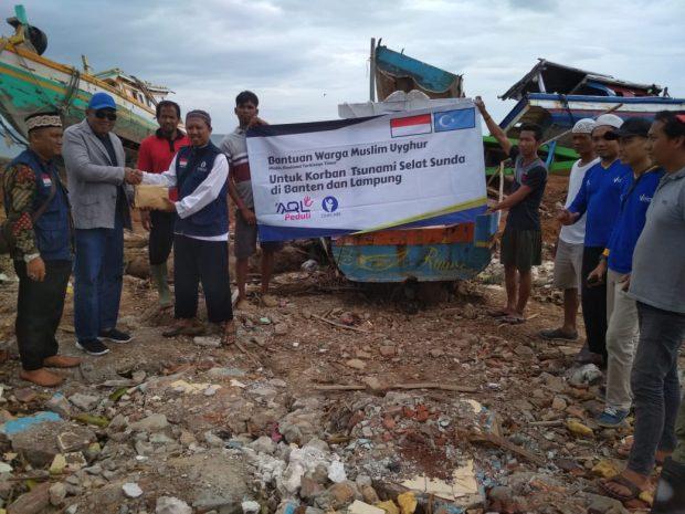 Muslim Uighur Donasikan 5 Kapal untuk Nelayan Korban Tsunami di Lampung