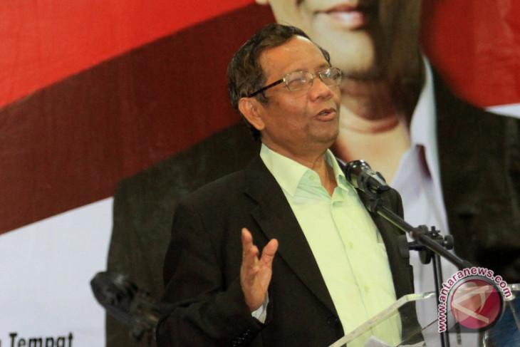 Mahfud MD katakan prosedur pembebasan Ba'asyir keliru, Yusril Itu Bukan Menkumham