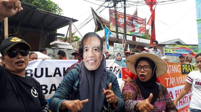Prabowo Dihadang Pendukung Jokowi, Tak Menolak Cuma Tak SenangDatang Ke Pondok Jamiyah Ahtlith Tahoriqoh Syathoriyab An-Nahdliyyah