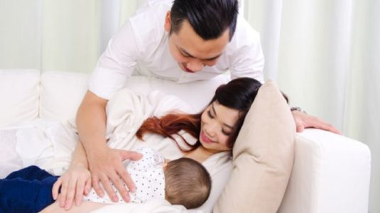 Alat Buatan Jepang Ini Juga Bisa Bikin Ayah Menyusui Bayi