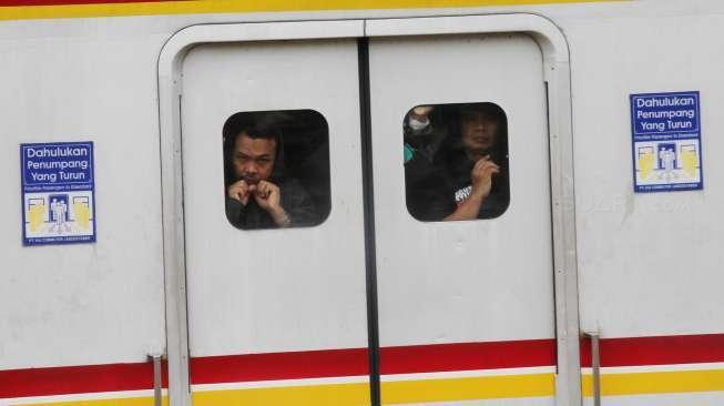 Balada Bra Copot di KRL jurusanManggarai-Bogor, Tali Misterius Bikin Penasaran Warganet
