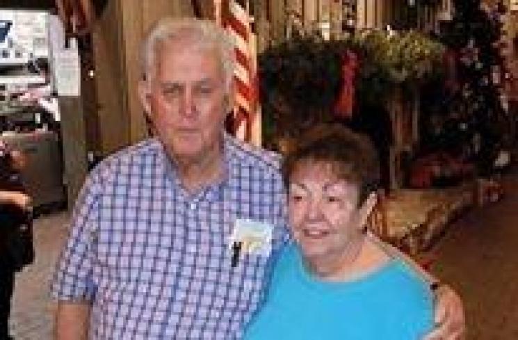 56 Tahun Hidup Bersama, Pasutri Ini Meninggal Sambil Bergandengan Tangan