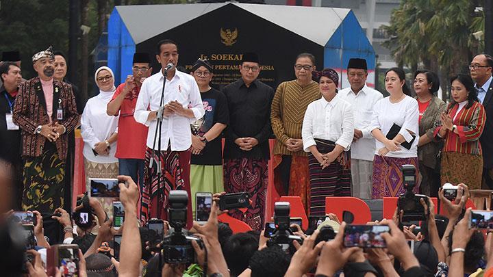 Menteri Agama Dukung Ide Jokowi Soal Hari Sarung