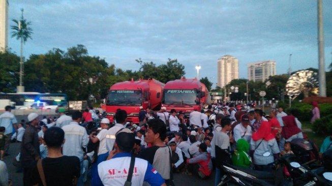Dua Mobil Tangki Pertamina Dihadang dan Dilarikan Orang Tidak Dikenal Menuju Istana Negara.