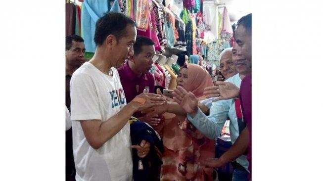 Tangannya Luka Tercakar saat Salami Warga, Jokowi: Sakit Tapi Enak