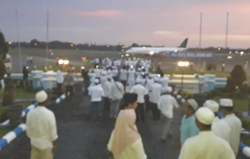 Video : Sandiaga Uno Saat Tiba di Bandara Samsuddin Noor Untuk menghadiri Haul ke 14 Abah Guru Sekumpul