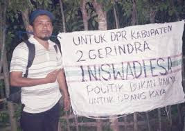 Tidak Punya Modal,  Caleg Gorontalo dari Gerindra Ini Bikin Spanduk dari Karung Bekas