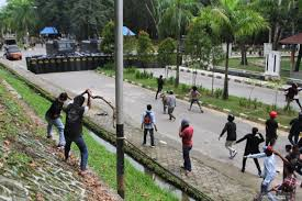 Aksi Mahasiswa Sultra Bentrok, Tuntut Gubernur  Cabut IUP Pertambangan