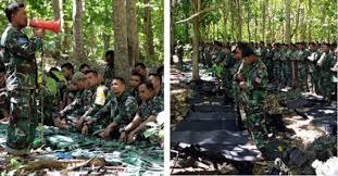Viral Anggota TNI Jum'atan di Hutan