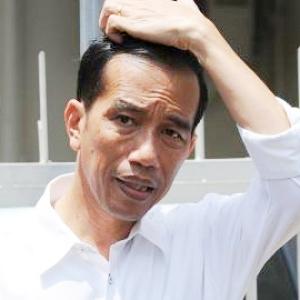 "Jokowi Plesetkan ""Middle Income Trap"" menjadi ""Made in Kampret""."