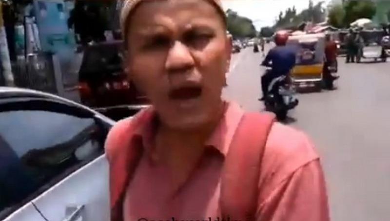 VIDEO VIRAL :  Seorang Lelaki Minta-Minta Sedekah Ternyata Bawa Mobil Sedan