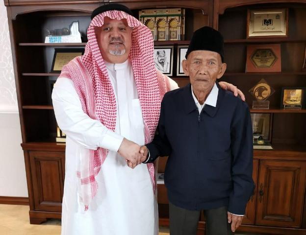 "SUARA HAJI : Setelah Videonya Viral,  Kakek Uhi ""Dinaikkan Haji "" Raja Salman"