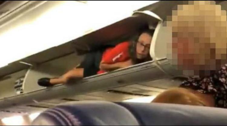 Viral Video Pramugari Tengkurap di Bagasi Kabin Pesawat