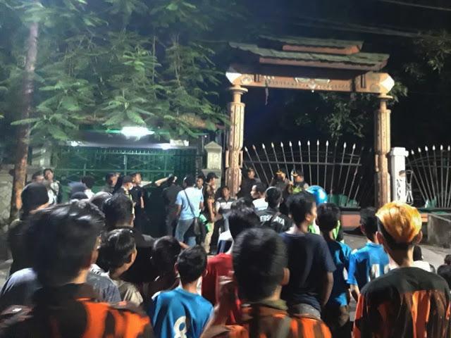 FPI dan Pemuda Pancasila Kepung Asrama Mahasiswa Papua, Insiden Bendera Merah Putih Dibuang Ke Selokan