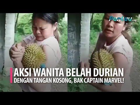Wow, Viral Video Wanita Belah Durian Pakai Tangan Kosong