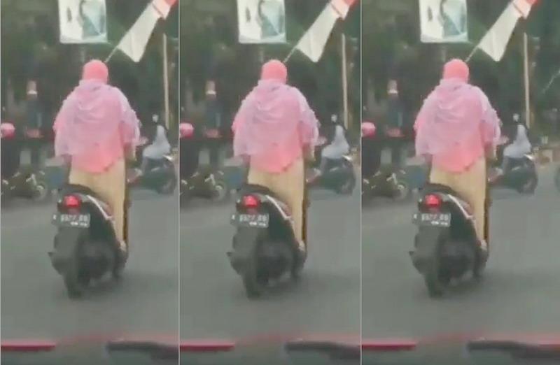 Viral Aksi Emak-Emak Kendarai Motor Sambil Berdiri