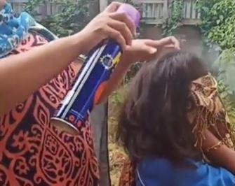 Viral Video Ibu Basmi Kutu Rambut Di Rambut Anaknya Pakai Obat Nyamuk Semprot