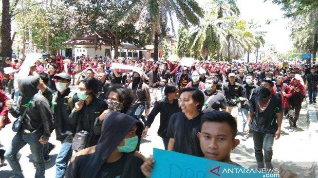 Demo Mahasiswa di Kendari, Randi Tewas  dengan Luka Diduga Tembakan di Dada Kanan