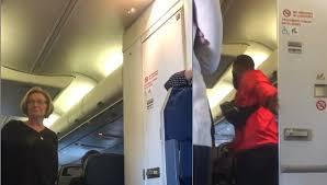 Pernah Membayangkan Ada Pasangan Masuk Toilet Pesawat?  Videonya Viral, Walau Bukan di Indonesia