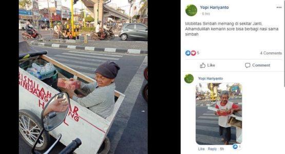 Potret Kakek-Nenek  dengan Gerobaknya  Bikin Haru Netizen
