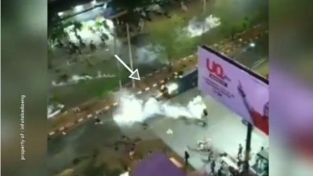 Unjuk Rasa Di Makassar, Seorang Mahasiswa Ketabrak Barracuda Polisi