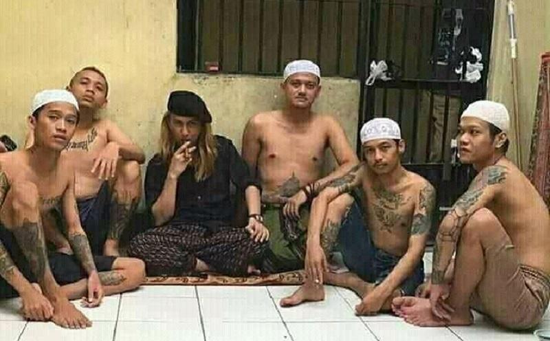 Viral Foto Habib Smith bersama Narapidana Bertato di dalam Bui