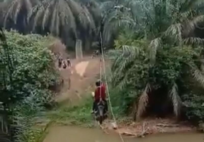 viral-motor-nyebrang-sungai-ala-flying-fox-netizen-colek-kementerian-pupr-7trkjnzpjb