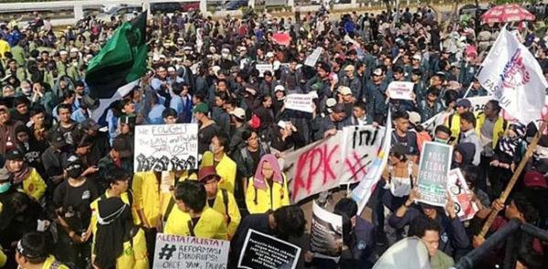 Desak Jokowi Keluarkan Perppu KPK, Hari Ini Ribuan Mahasiswa Geruduk Istana Negara