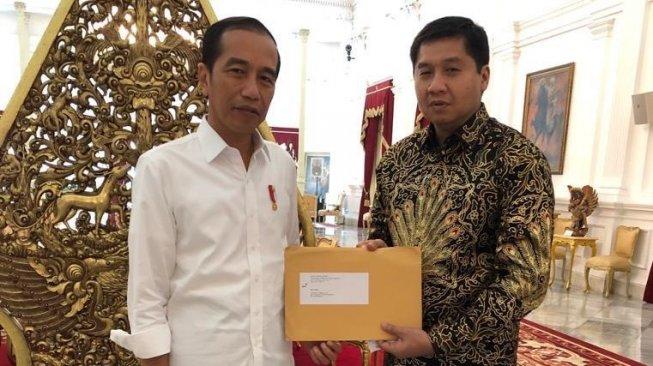 PDIP: Bodoh Banget Jokowi Kalau Pertaruhkan Reputasi Demi Gibran dan Bobby