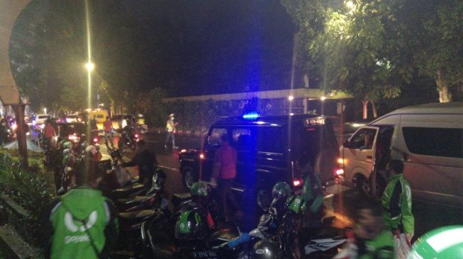 Jelaskan Kerumunan Warga, Istana Akui Jokowi bagi-bagi Sembako di Bogor, tapi Bukan Sabtu Malam