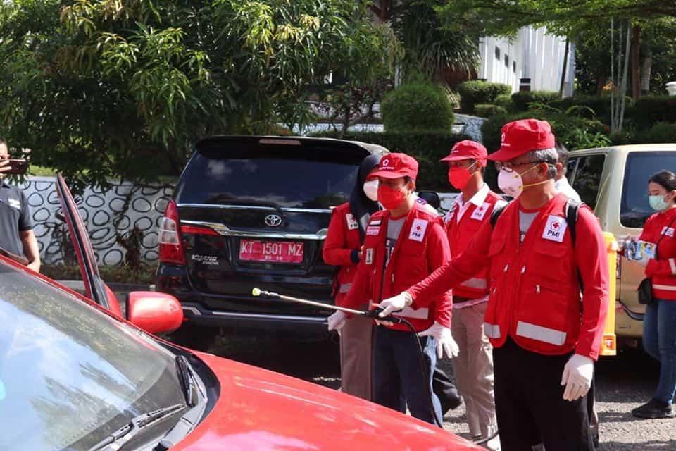 PMI dan Pemkot Lakukan Penyemprotan Desinfektan Angkot dan Taksi Bandara